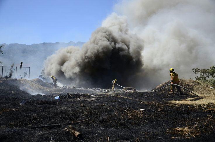 Bomberos atienden incendio en charral de la Ciudadela 15 de setiembre