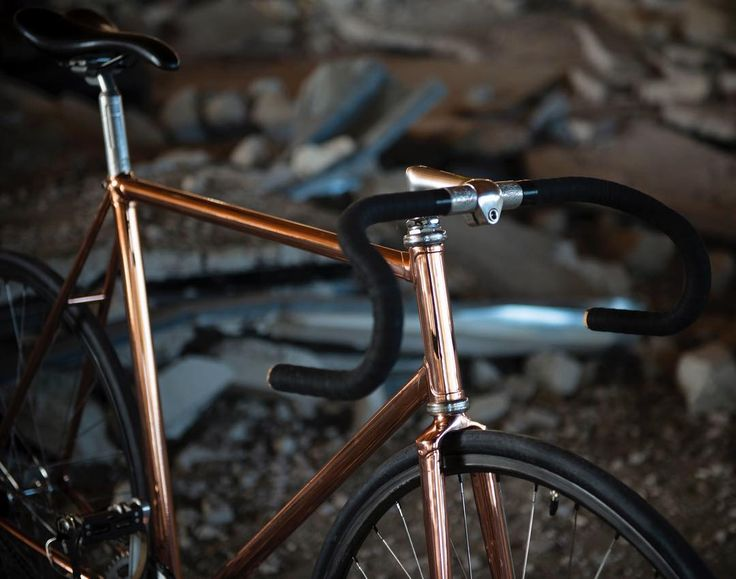 Contini pista custom from @monsieurvelo ⚡️Copper awesomeness . . #monsieurvelo #bikeshop #barcelona #custombike #contini #pista #fixie #fixedgear #fixieporn #trackbike #track #trackcycling #copper #steelisreal #restoration #campagnolo #velo #bike #bikeart #rad #picoftheday #commuter #bikeporn #keirin #velodrome #durace #cycling #競輪 #zeus #steelbikesplease