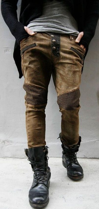 Worn coffee brown jeans with a triple-button fly and pinstripes on the knees. Plus a pair of useless inch deep zipper pockets below the normal ones. Typical 23rd century fashion.