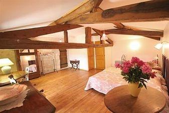 Maison de Maitre for sale in the Poitou Charentes. Stunning Maison de maitre with swimming pool and 2 x gites. #France #House