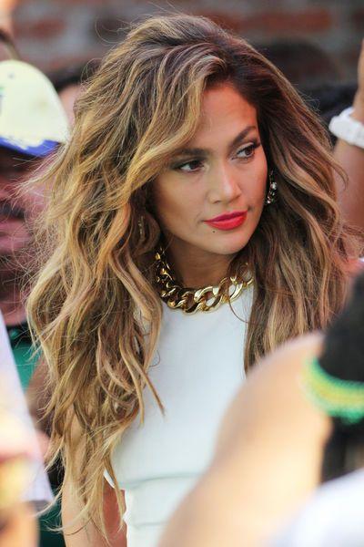Jennifer+Lopez'+Look+sieht+aus+wie+von+der+Sonne+geküsst.