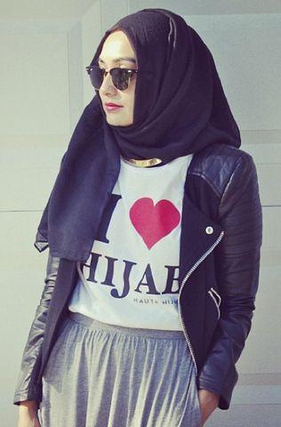 "Haute Hijab ""I ♥ Hijab"" T-shirt black hijab modest fashion muslim style"