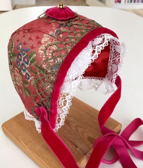 Cristening bonnet, silk