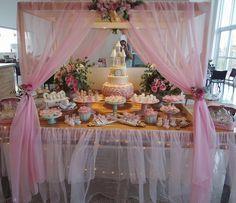 """A mesa... Decoração por @danyperesdesign  Tema: """"a princesa e o unicórnio""""  Para acompanhar mais fotos do chá entrem na #chadasarinhah  Estou super cansada mas amei tudo!!! #diaadiademamae #diaadiadelaurinha #diaadiadesarinhah"""