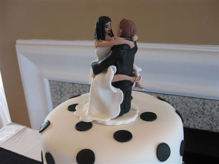 Bride with legs wrapped around the groom.  An original sugar art piece by Tania Riley. Johannesburg, South Africa.  0829316200