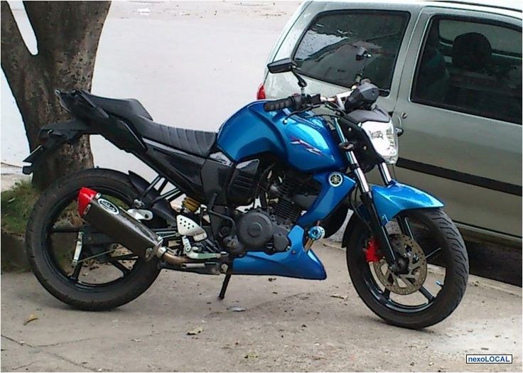 Yamaha Fz16 Azul modificada