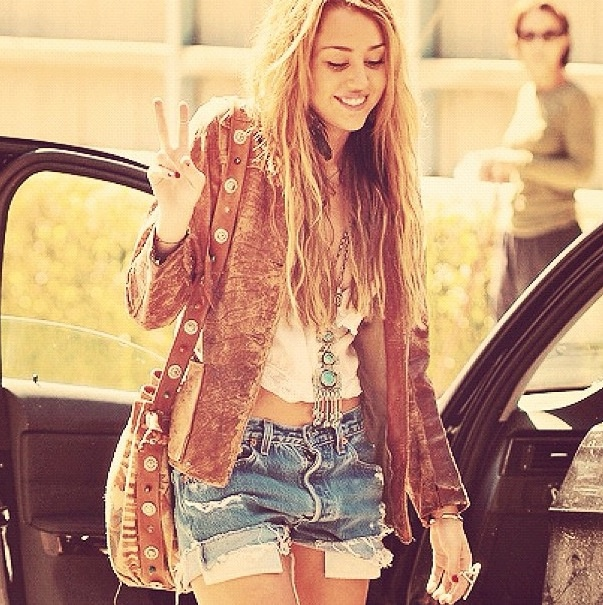 Miley Cyrus, hippie look | LookBook | Cute hipster outfits ...Miley Cyrus Bohemian Style