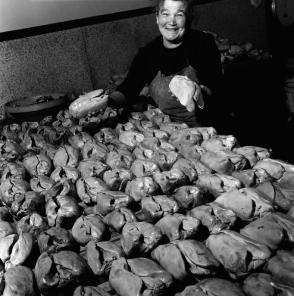 Atelier Robert Doisneau | Site officiel // Les foies gras de la maison Rougié Souillac 1948. ( http://www.gettyimages.co.uk/detail/news-photo/woman-showing-some-foies-gras-on-december-30-1948-in-news-photo/142369330