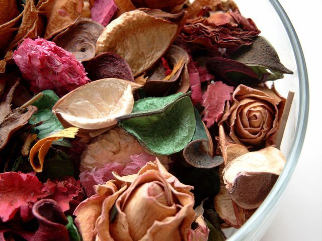 How to Make Potpourri from Your Garden