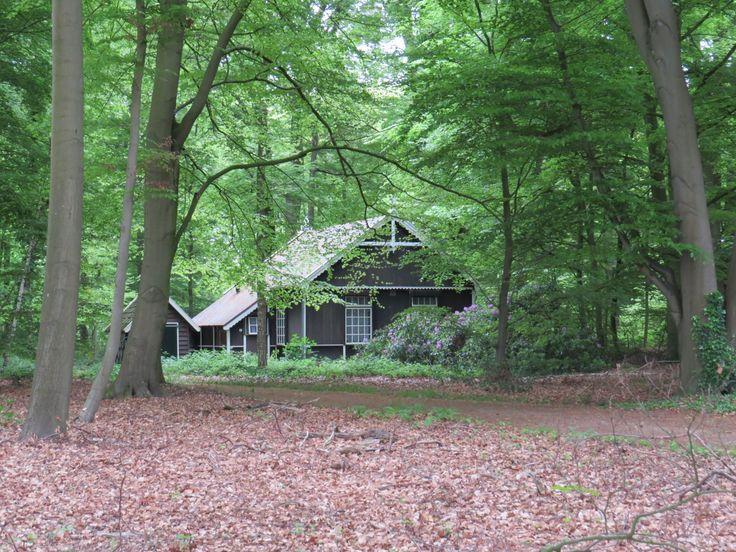 2014-05-04 Karakteristiek houten huis op landgoed Ehze