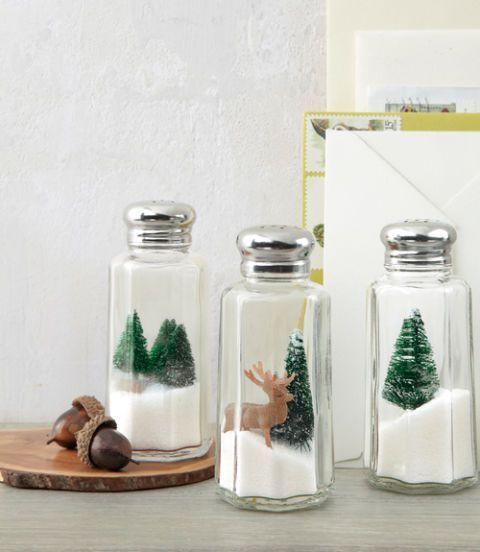 DIY Noël avec une salière  http://www.homelisty.com/diy-noel-49-bricolages-de-noel-a-faire-soi-meme-faciles/                                                                                                                                                                                 Plus