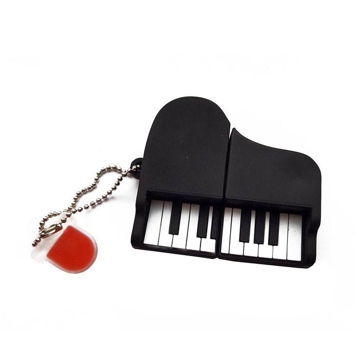 Dieser schwarze Flügel ist nicht nur für Musikfans oder leidenschaftliche Pianospieler das richtige Geschenk. Ihr könnt den USB Stick Klavier natürlich auch für Euch selbst anschaffen