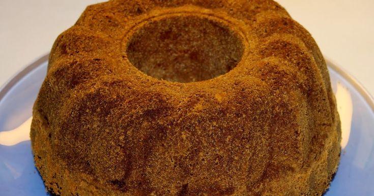 Olen etsinyt ja kokeillut joitain taatelikakkureseptejä tarkoituksena hakea sitä parasta kakkureseptiä, jollaista lapsena sai kotona. Taatel...