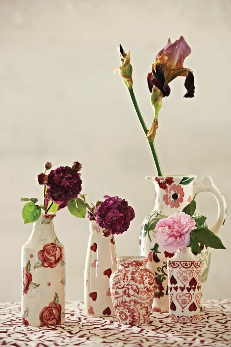 The shapes of these charming vases were inspired by old bottles and vases that Matthew and Emma dug up in the garden of their Victorian home. We like to show off flowers in them. What do you use yours for?