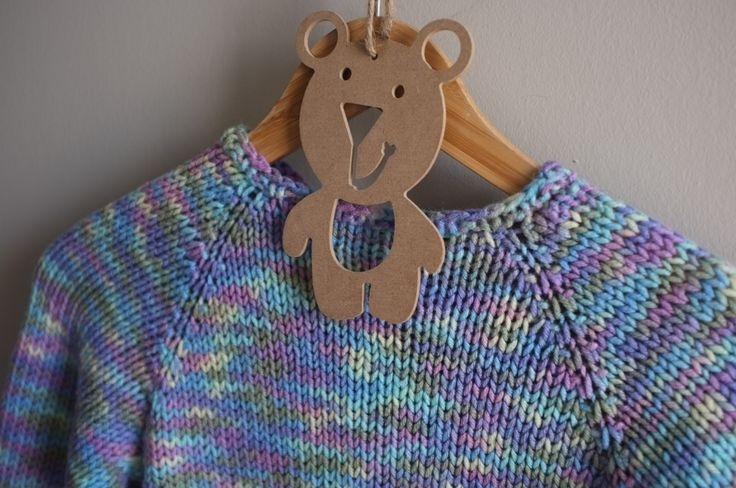 Which colour do u like? Can't choose? Then perhaps this rainbow mix sweater will suit your taste. Fit 4-6 years old