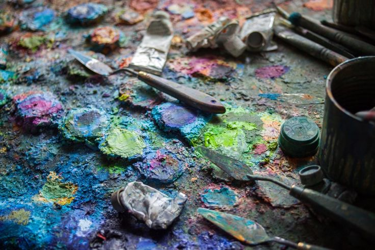 Oil palette belonging to Brushes from the studio of Gerard Calvet ( artiste peintre 1926-2017) French Painter  from Montpellier.