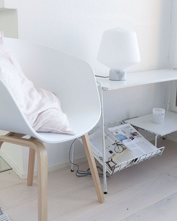 Hehku - designed by Matti Syrjälä. Simple and elegant side lamp.  #sessak #sessakdesign #sessaklighting #designfromfinland #interiordesigner #mattisyrjälä #design #interiordecor #interior #interiordesign #homeinterior #homeinspo #sisustus #sisustusinspiraatio #finnishdesign