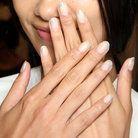 Se llevan las uñas a medio pintar. Ficha cómo llevar una manicura a la última… Se llevan las uñas a medio pintar. Ficha cómo llevar una manicura a la última …  – Belleza / Beauty – <a class=