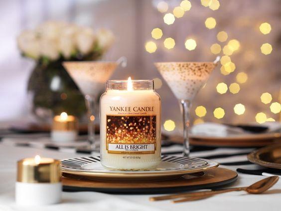 All is Bright  En blandning av bubblande citrus och varm mysk.  Doften tillhör serien Holiday Party och finns i Classic sortimentet me La Jar, M Jar, S Jar, votiveljus, tealights och wax för aromalampor. #YankeeCandle #Jul2016 # AllisBright