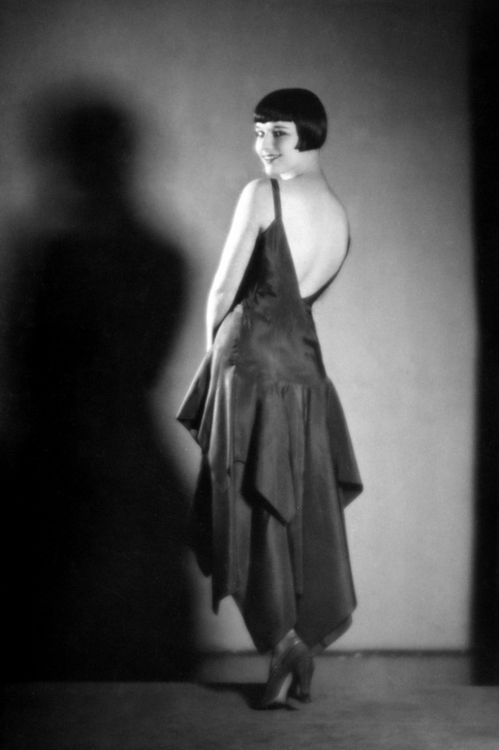 miss-flapper:  Louise Brooks photographed for Diary of a Lost Girl | 1929