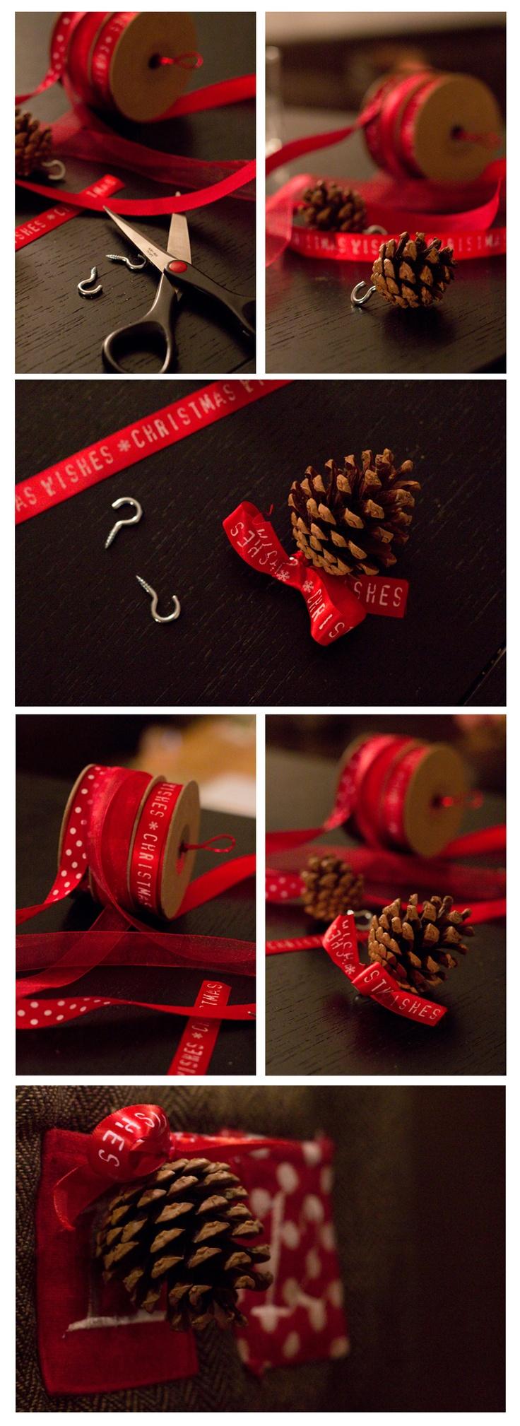 DIY pomme de pin, ruban rouge, pour sapin de Noël - www.paperboat.fr
