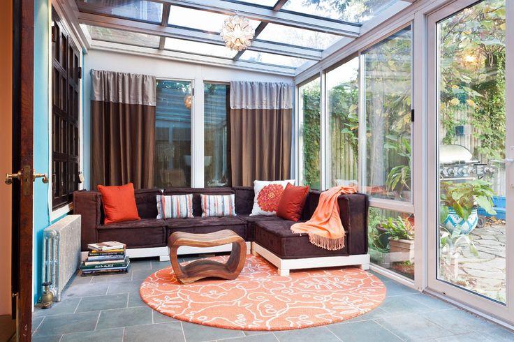 Как выбрать раздвижные окна для террасы: советы профессионалов и 80 стильных реализаций для вашего дома http://happymodern.ru/razdvizhnye-okna-dlya-terrasy/ Небольшая отапливаемая терраса с двойными стеклопакетами