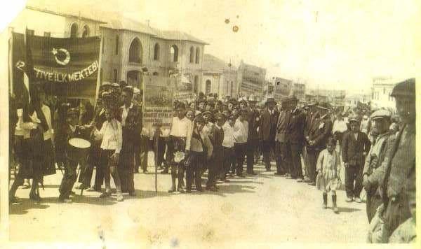 MALATYA-1933 yılında bir bayram töreni