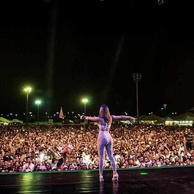 Anitta @anitta: Ainda sem acreditar na maravilha que foi o show de hoje. Que carinho surreal Pr