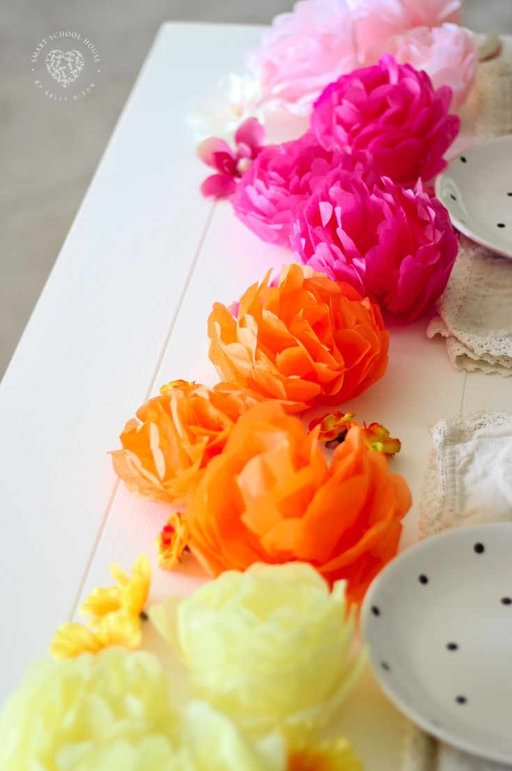 how to make tissue paper flowers verywell family - 735×1106