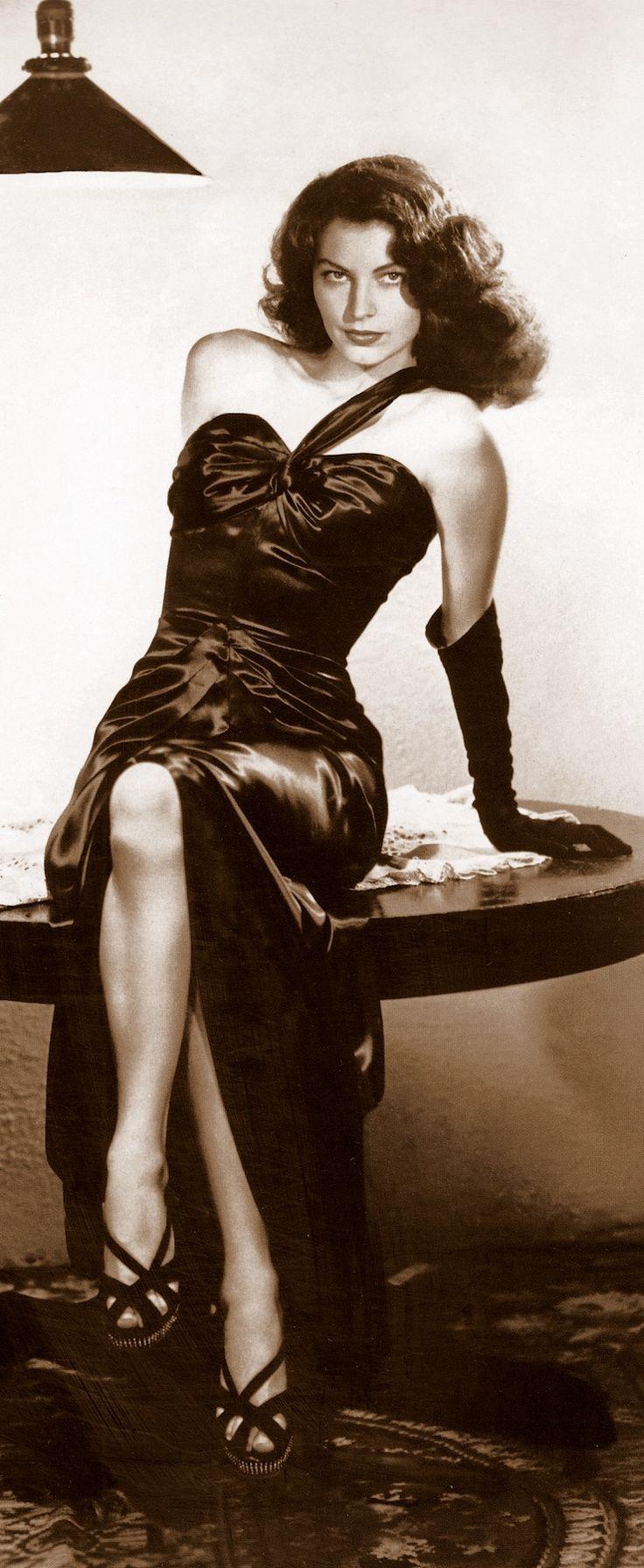 AVA GARDNER as Kitty Collins in THE KILLERS (1946) dir: Robert Siodmak. prod: Mark Hellinger. Gown by VERA WEST.
