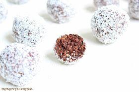 Chokladbollarsind Klassiker der schwedischen Backstube.   In  den meisten schwedischen Cafés sind die Schokoladenbälle Standardware  und ...
