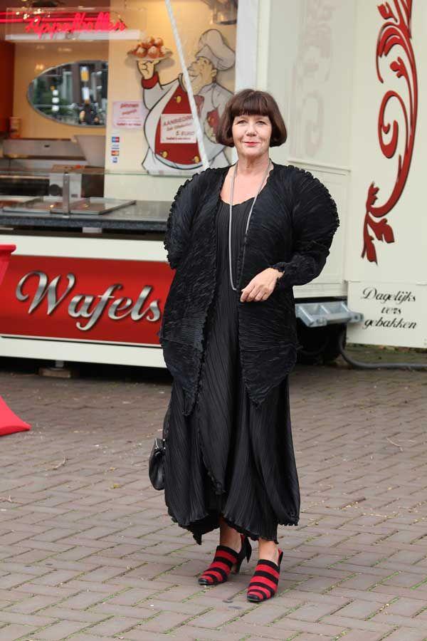 fotografie van iets oudere vrouwen en mannen - stijlvol - straatfotogrtafie in Amsterdam