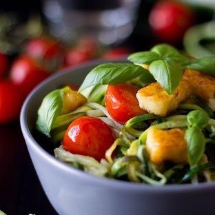 Stylebook BlogStars  Zucchini Spaghetti mit Tomaten und Halloumi
