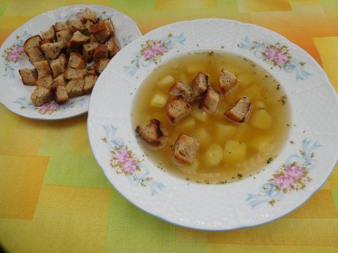 Česneková polévka s chlebovými krutony