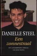 Danielle Steel: Een zonnestraal (cop. 2011)  Rubriekscode: 606.312 Waargebeurd verhaal waarin de Amerikaanse bestsellerauteur het leven en sterven van haar manisch-depressieve zoon beschrijft.