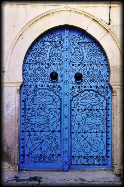 Tunis. Bleu.
