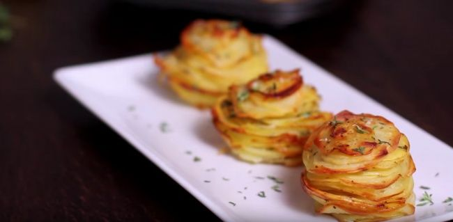 Afantastic recipe for potatoes with Parmesan and thyme