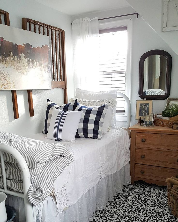 See this Instagram photo by  therusticfarmhouse   5 532 likes  Small Guest. Best 20  Small guest bedrooms ideas on Pinterest   Simple bathroom