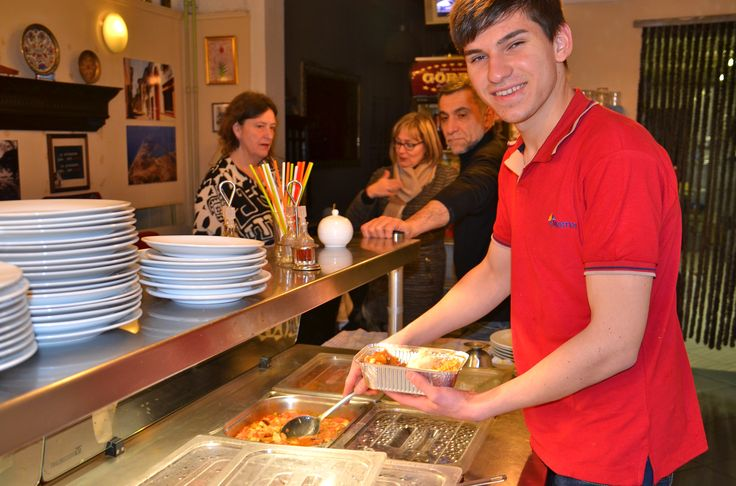 In een lokanta eet je wat de pot schaft. Je kan kiezen tussen verschillende Ottomaanse gerechten en soep. Uiteraard zijn er ook verschillende meze's die vers bereid worden.  Ook uithalen kan hier na bestelling.