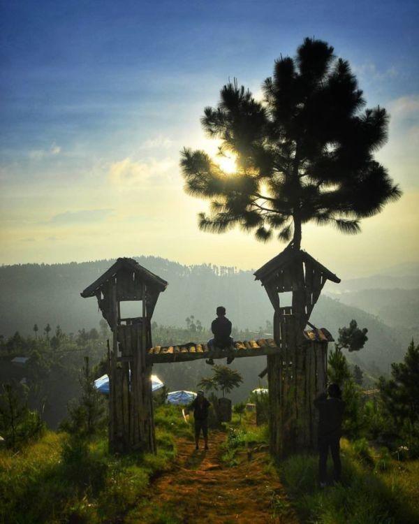 Bukit Baper Destinasi Hits Dengan Pemandangan Alam Cantik Di Brebes Kalau Lagi Baper Mending Ke Sini Di 2020 Pemandangan Latar Belakang Alam