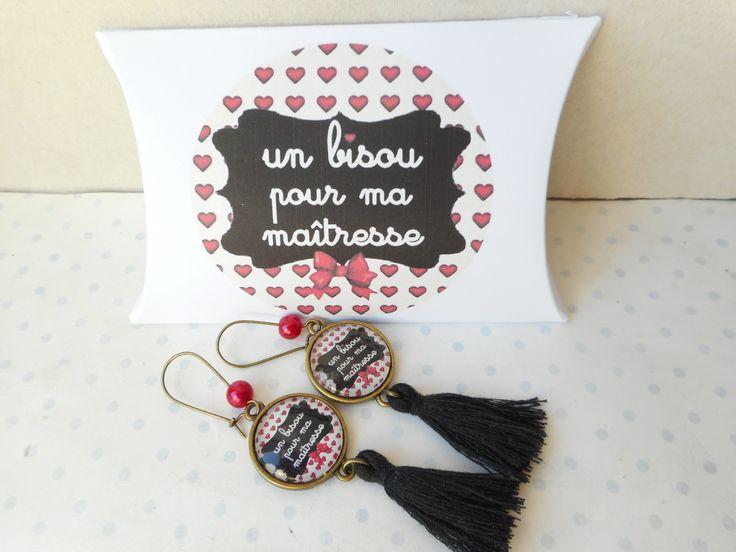 """Boucles d'oreille vintage cabochon verre """"un bisous pour ma maitresse"""" + boite cadeau beige, noir, rouge, coeur : Boucles d'oreille par miss-coopecoll"""