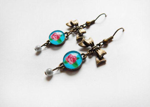 Boucles d'oreilles bleu à fleur rose avec boucles. par NotInDiamond, $10.00