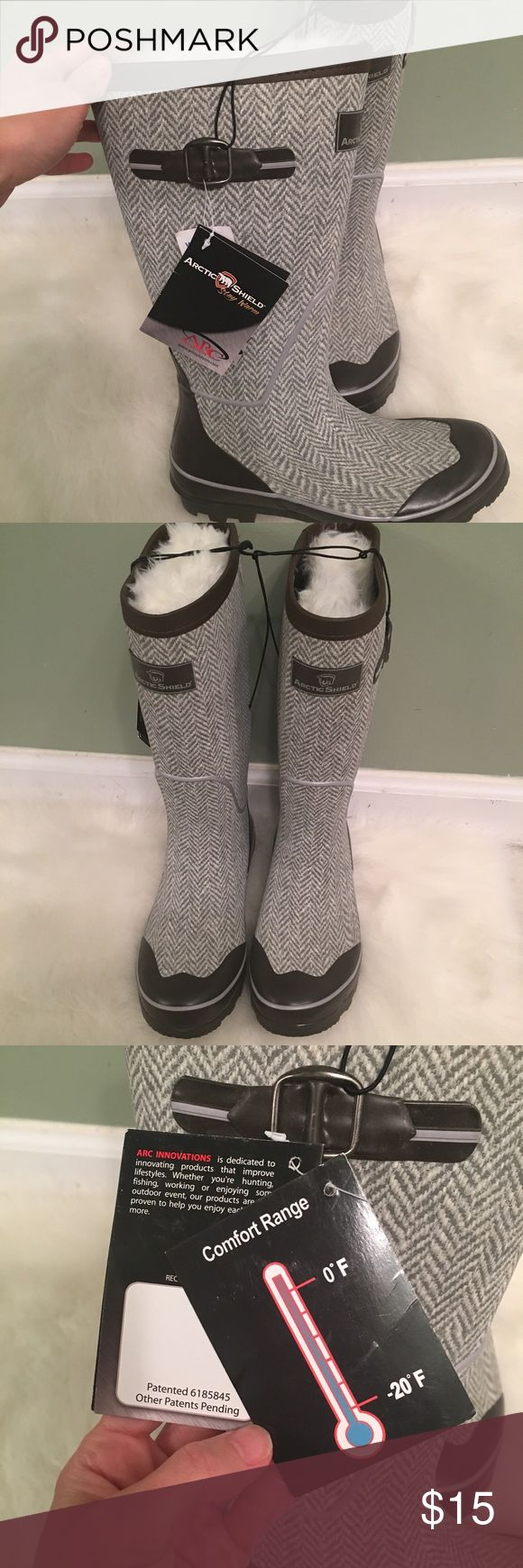 Arctic Shield Snow/Ski Boots Great pair of insulated and waterproof boots for Ski/Snow adventures. Designed to keep your feet warm from temps of 0 to -20! Also perfect if you live in cold, snowy climates. Arctic Shield Shoes Winter & Rain Boots