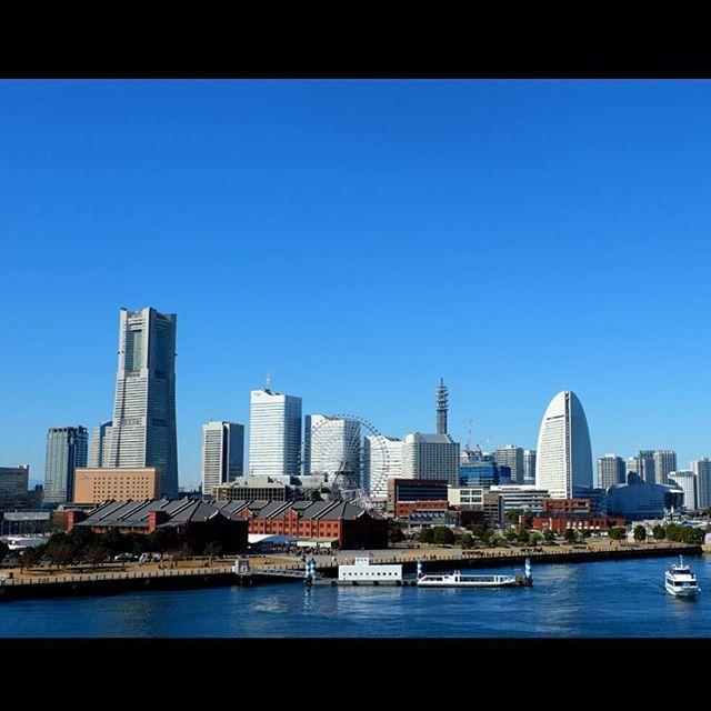 【rrtrgrm】さんのInstagramをピンしています。 《23,000歩あるいた!! #横浜 #みなとみらい #大さん橋 #いい天気 #雲一つない #海 #おさんぽ #ランドマークタワー #コンチネンタルホテル #コスモワールド #walkaround #yokohama #pier #カメラ初心者 #ミラーレス》