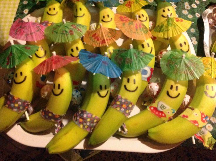 Bananas decoradas. Ótima ideia para Festa Havaiana!