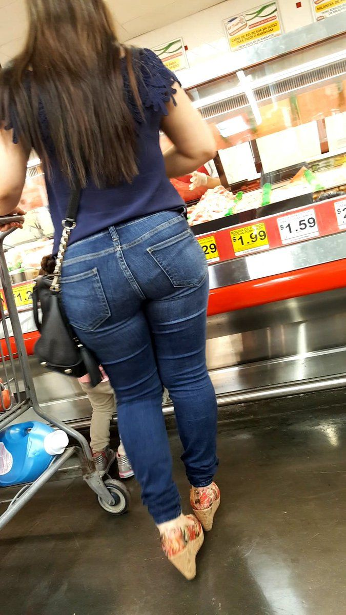 Skinny jeans candid