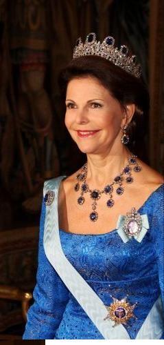 HM Queen Silvia of Sweden wearing the Leuchtenberg sapphire parure for the 2007 Nobel dinner.
