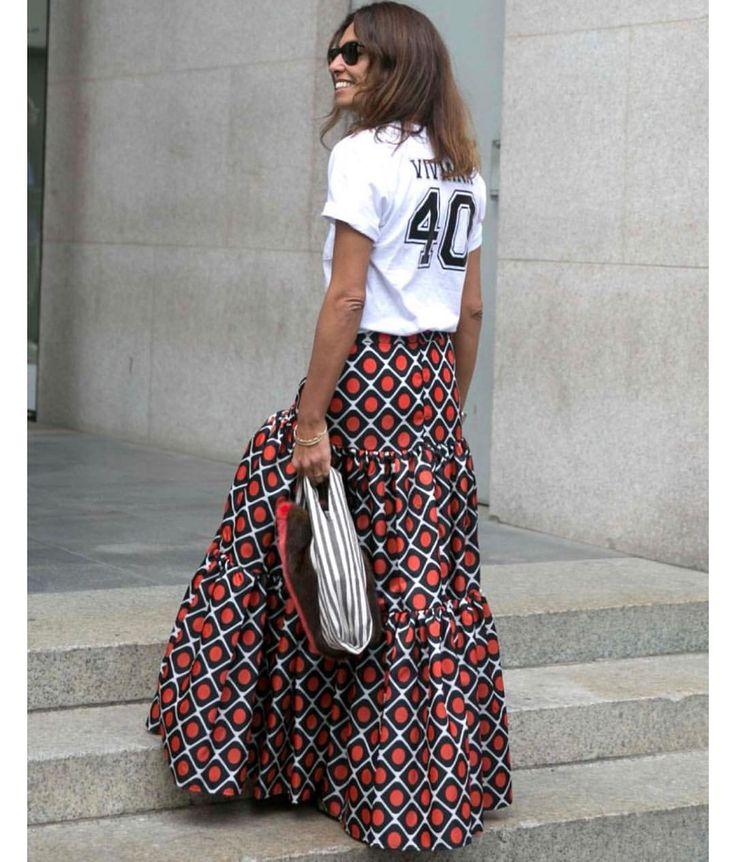 "141 gilla-markeringar, 3 kommentarer - Säker stil #SäkerStil (@sakerstil) på Instagram: ""How to style the ""slogan"" T-shirt? Wear it with an elegant skirt in silk or tulle for a cool…"""