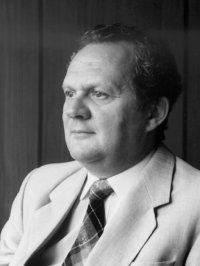 Ladó László és a korai magyar számítástechnika (Havass Miklós)  Informatikusi pályafutásom során többször találkozott utam, egy szikár, magas, arisztokratikus tartású úréval, Ladó Lászlóéval.