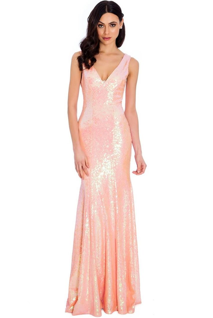 Dostępne różne rozmiary – ekskluzywna, długa suknia w całości pokryta cekinami – cekiny w pięknym, pastelowym, różowym kolorze – w świetle cekiny cudownie się mienią, niesamowicie przyciągają uwagę – sukienka na szerszych ramiączkach – z przodu i z tyłu dekolt V , który wydłuża szyję przepięknie ją prezentując – sukienka fantastycznie prezentuje biust – kreacja